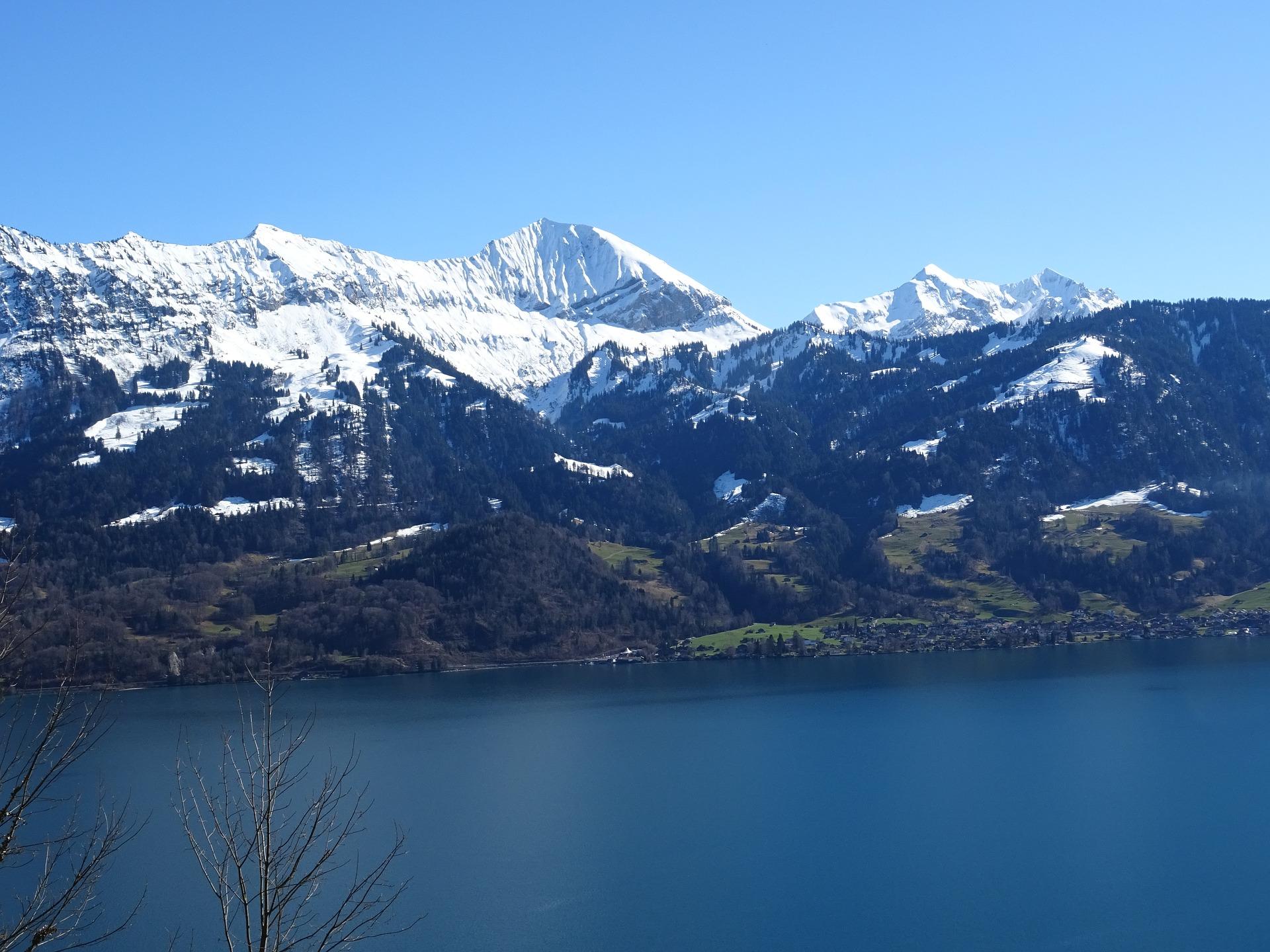 mountains-1637942_1920